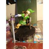 Figura Link Zelda Y Libro Hyrule Historia